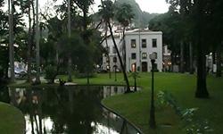 Jardín del Palacio de Catete en Río de Janeiro. Aprende portugués mientras conoces Brasil con Rio & Learn Escuela de Portugués.