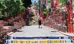Escalera de Selarón en Río de Janeiro, Brasil. Aprende portugués con la escuela de portugués Rio & Learn, escuela gay friendly