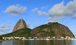 Pão de açúcar desde la playa de Botafogo, aprende portugués mientras descubres Río de Janeiro y Brasil con la escuela de portugués Rio & Learn