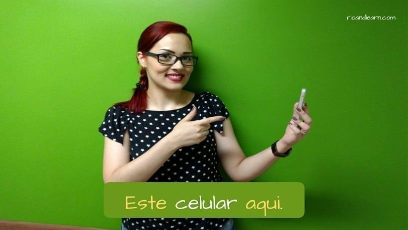 Pronomes Demonstrativos em Português. Este celular aqui.