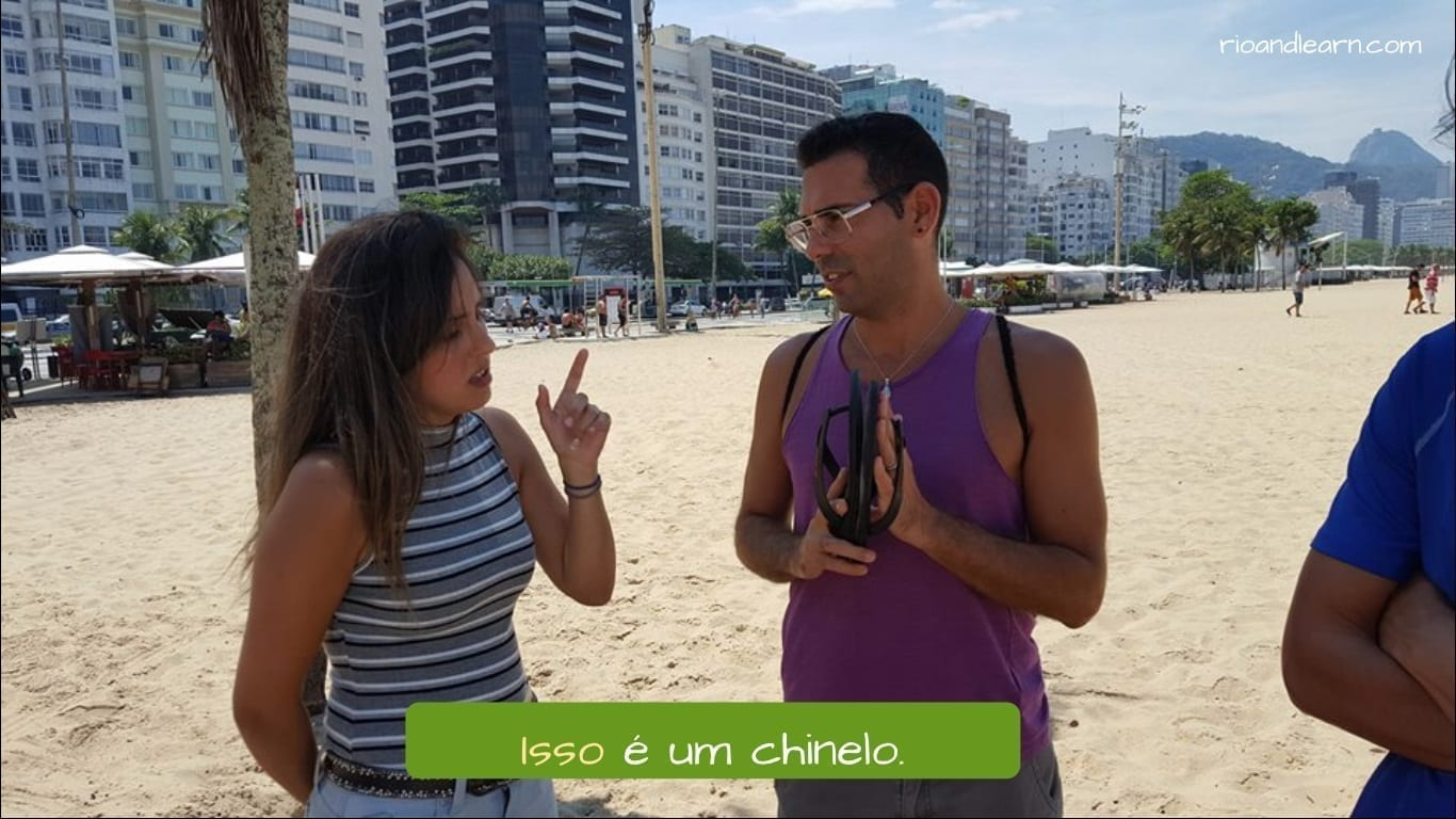 Demonstrative Pronouns in Portuguese. Isso é um chinelo