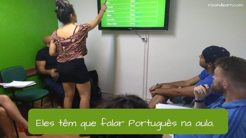 Necesitar en Portugués. Eles têm que falar Português na aula.