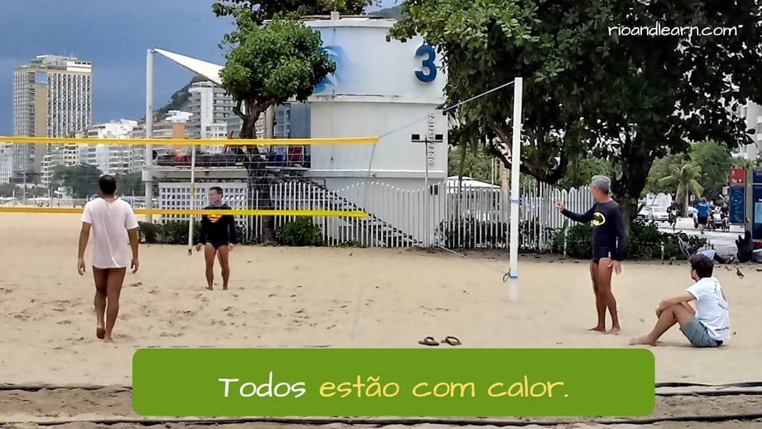 Ejemplo con Estar con en portugués: Todos estão com calor.