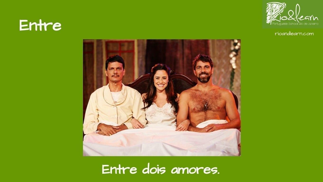 Preposiciones de Lugar en Portugués. Ejemplo con Entre: Entre dois amores.