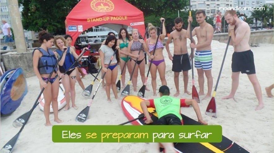 Ejemplo con los Pronombres Reflexivos del Portugués: Eles se preparam para surfar.