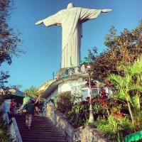 O Cristo de costas no Corcovado, learn Portuguese and discover Rio de Janeiro with RioLIVE! Activities by Rio&Learn Portuguese School.