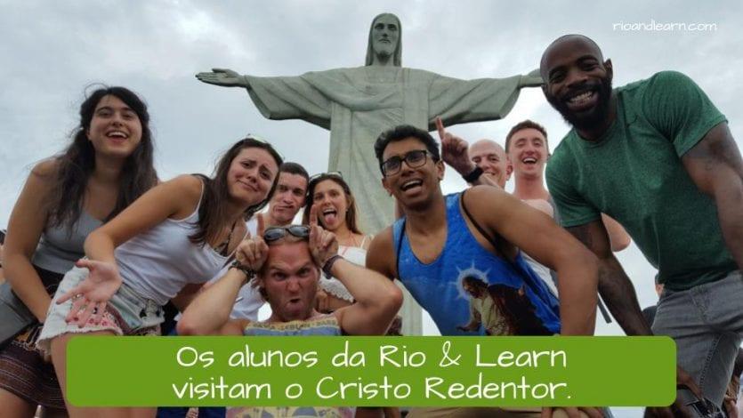 Exemplo de estrutura de frase em português: os alunos da Rio & Learn visitam o Cristo Redentor.