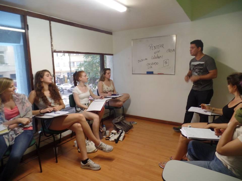 Como pedir um favor. Learn portuguese with A Dica do Dia. Free Portuguese classes provided by Rio & Learn.