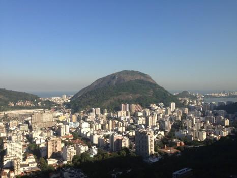 Morro Dona Marta. Vista para o cemitério São João Batista. A Dica do Dia, Free Portuguese classes from Rio de Janeiro by Rio&Learn Portuguese School.