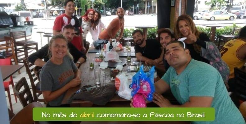 Months in Portuguese. No mês de abril comemora-se a Páscoa no Brasil.