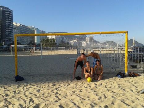 Futebol em Copacabana com a Rio&Learn