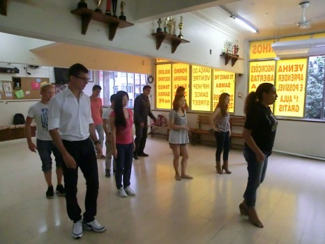 Students from Rio&Learn learning how to dance
