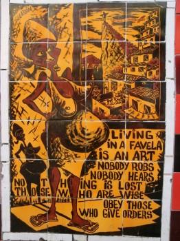 Azulejo em inglês encontrado pelo professor de português da Rio&Learn que acompanhava os alunos às escadarias Selarón.