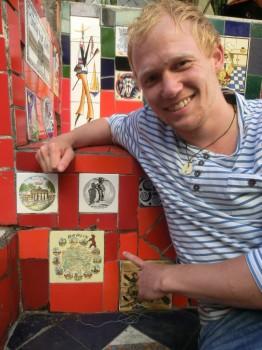 Nosso aluno alemão encontrou um azulejo de sua cidade, Berlim.