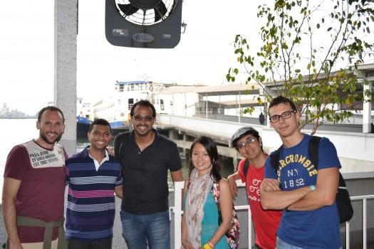 Alunos de português no terminal das barcas de Niterói.