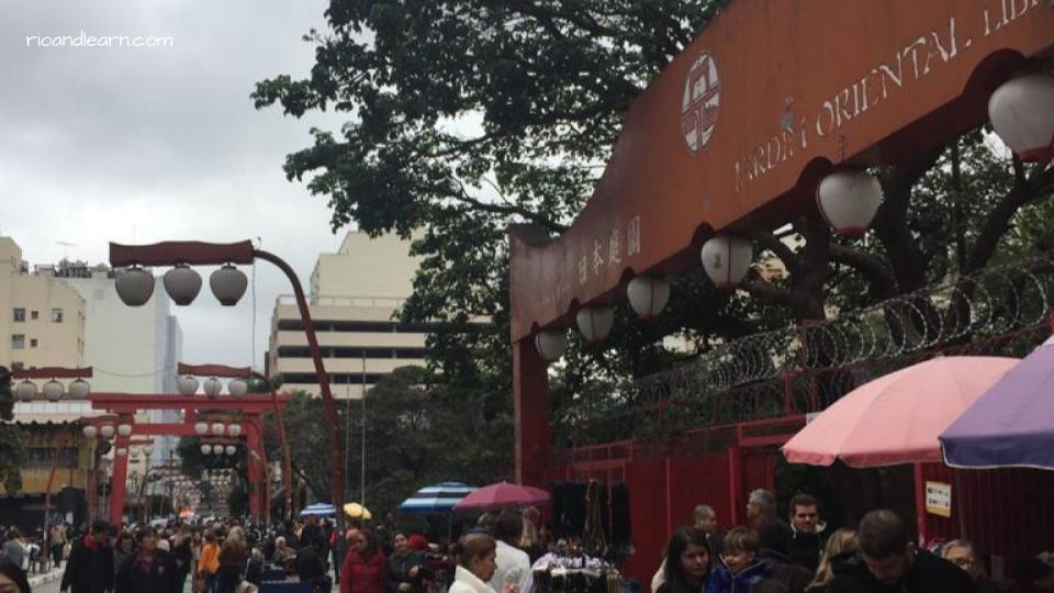 Liberdade, um bairro japonês em São Paulo.