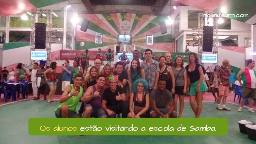 Plural das palavras terminadas em vogal. Os alunos estão visitando a escola de Samba.