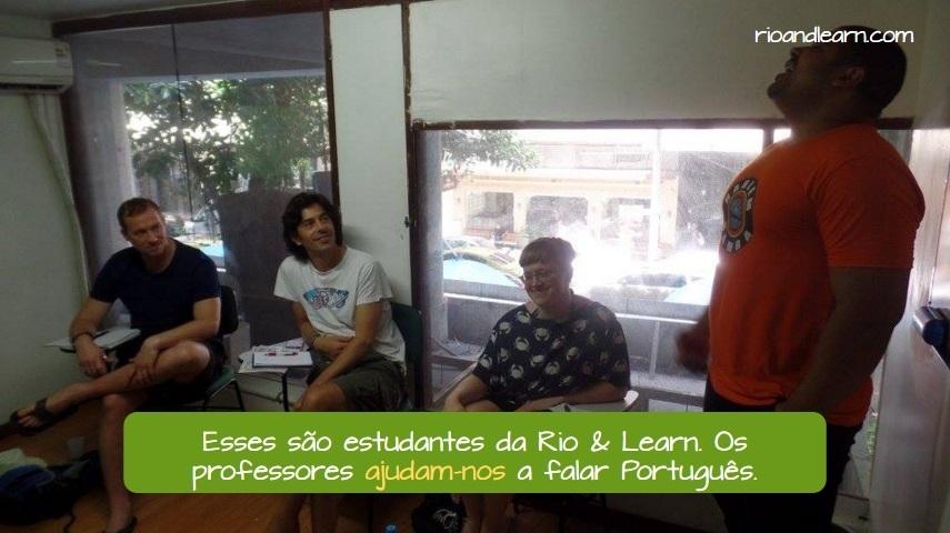 Pronomes pessoais No e Na. Esses são estudantes da Rio & Learn. Os professores ajudam-nos a falar Português