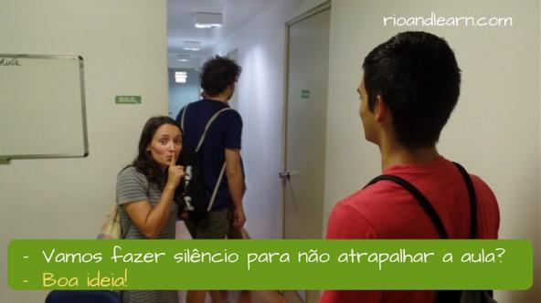Ejemplo de como aceptar sugerencias en portugués con la expresión BOA IDEIA!: Vamos fazer silêncio para não atrapalhar a aula? Boa ideia! En portugués Boa ideia significa Buena idea.