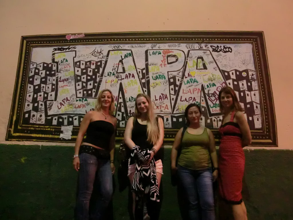 Lapa, four foreigner students in front of a Lapa's piece of art.