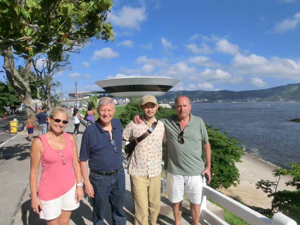 Foreign language Portuguese students at MAC Niterói