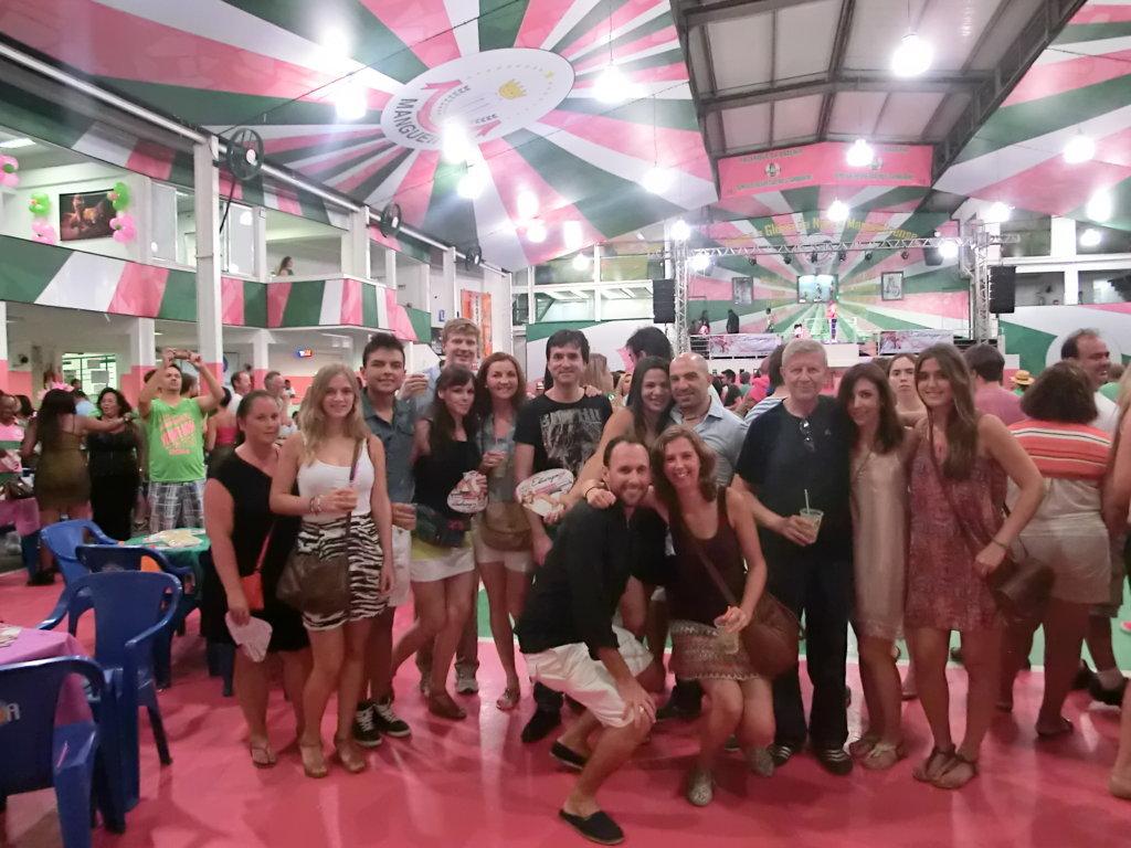 Estudantes estrangeiros na Escola de Samba Mangueira
