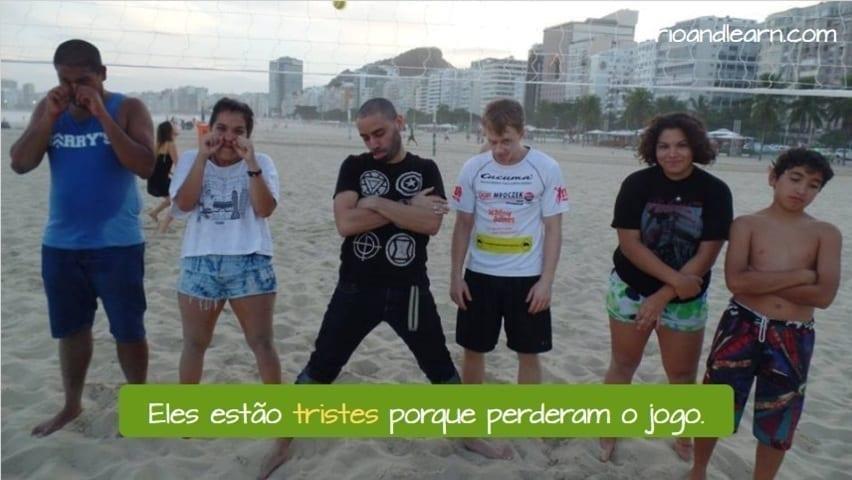 Sentimentos em Português: Eles estão tristes porque perderam o jogo. Seis jogadores de vôlei de praia muito tristes por perderem a partida na praia de Copacabana.