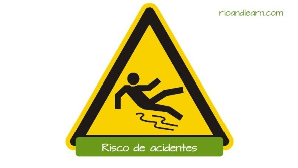 Safety Signs in Portuguese. Risk of accidents. Warning to protect employees from possible accidents like falling on a wet or recently waxed floor.