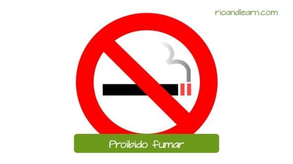 Avisos en Brasil: Proibido fumar. Aviso usado para mostrar que no se puede fumar en el local.