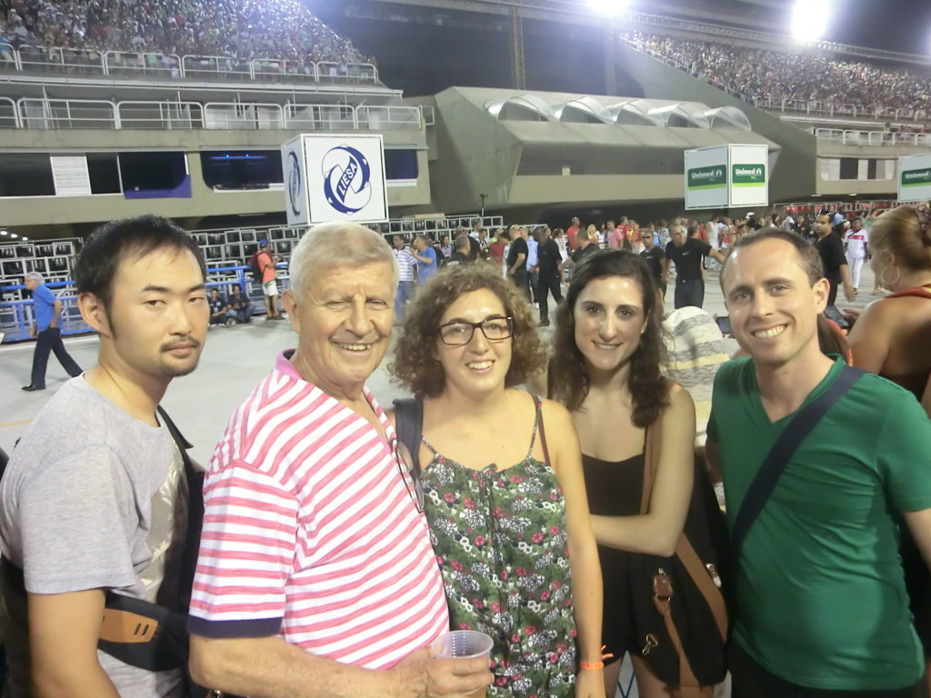 Our students ready to see Salgueiro at Sambódromo.