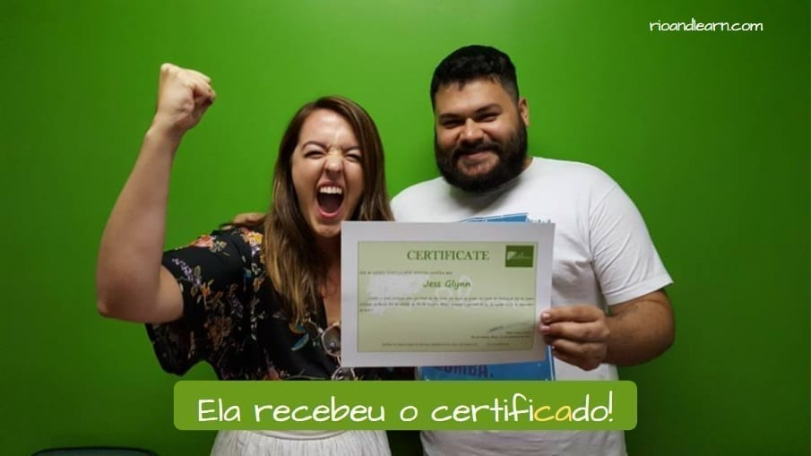 What does Paroxytone mean. Ela recebeu o certificado!