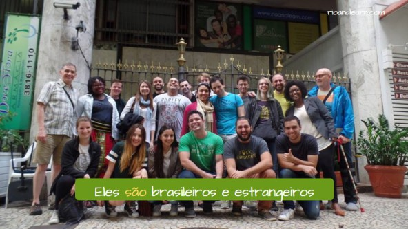 Ejemplo de conjugación del verbo ser en portugués: Eles são brasileiros e estrangeiros.