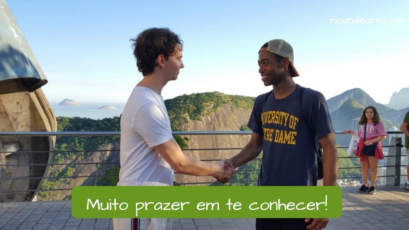 Muito prazer em te conhecer. Two students greeting each other. muito prazer meaning in Portuguese.
