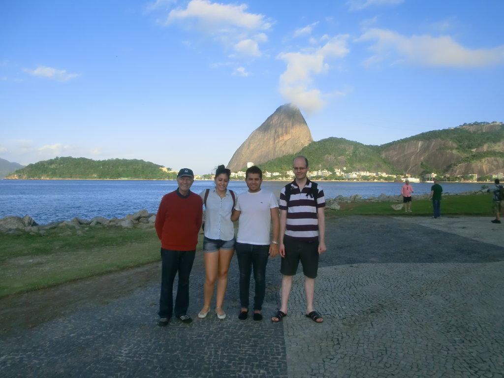 Students and Pão de Açúcar