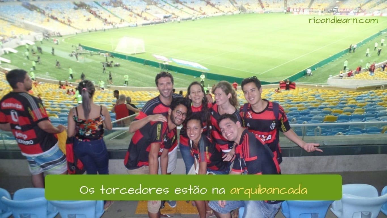 Football vocabulary in Portuguese. Os torcedores estão na arquibancada.