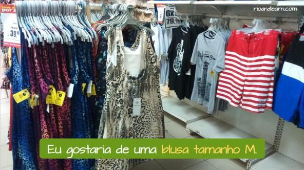 Diálogo numa loja de roupas em Português. Eu gostaria de uma blusa tamanho M.