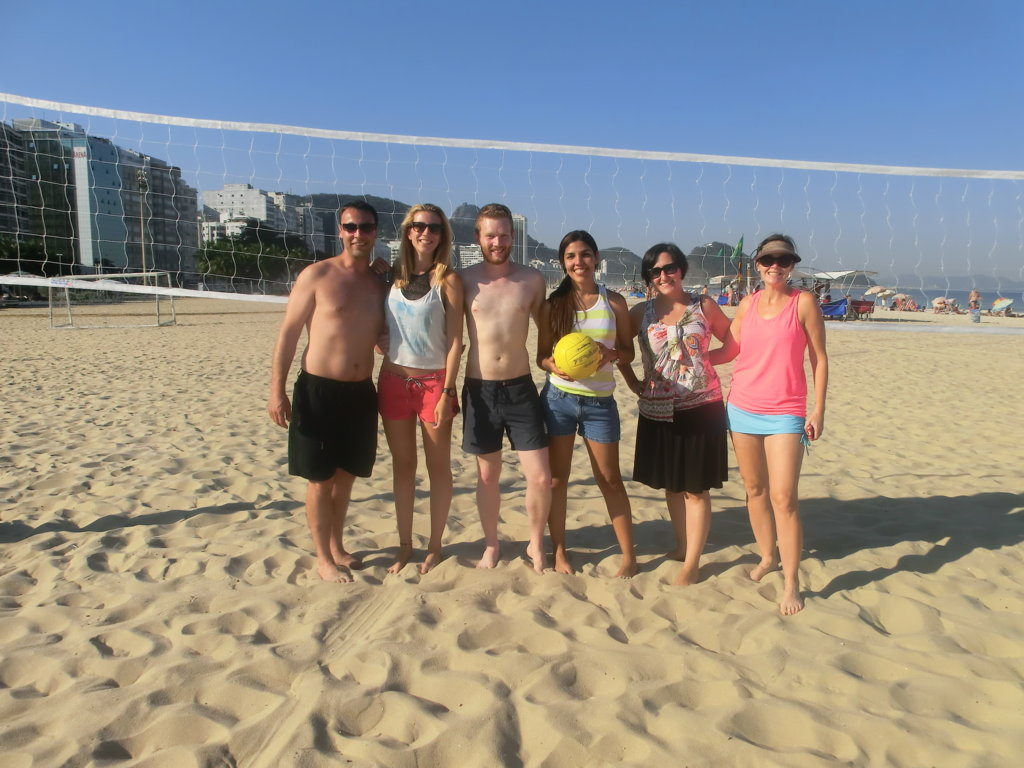 Our students playing beach volley and practicing Portuguese!