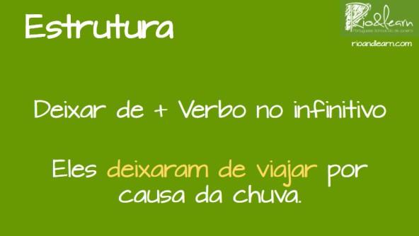 Estrutura do verbo deixar com preposição De. Deixar De mais um verbo no Infinitivo. Exemplos com Deixar de em Português: Eles deixaram de viajar por causa da chuva.