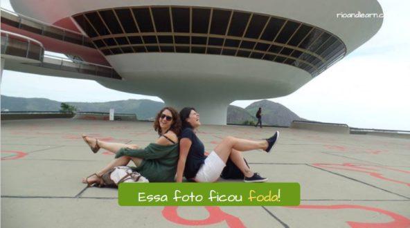 What does foda mean in Portuguese? Essa foto ficou foda!
