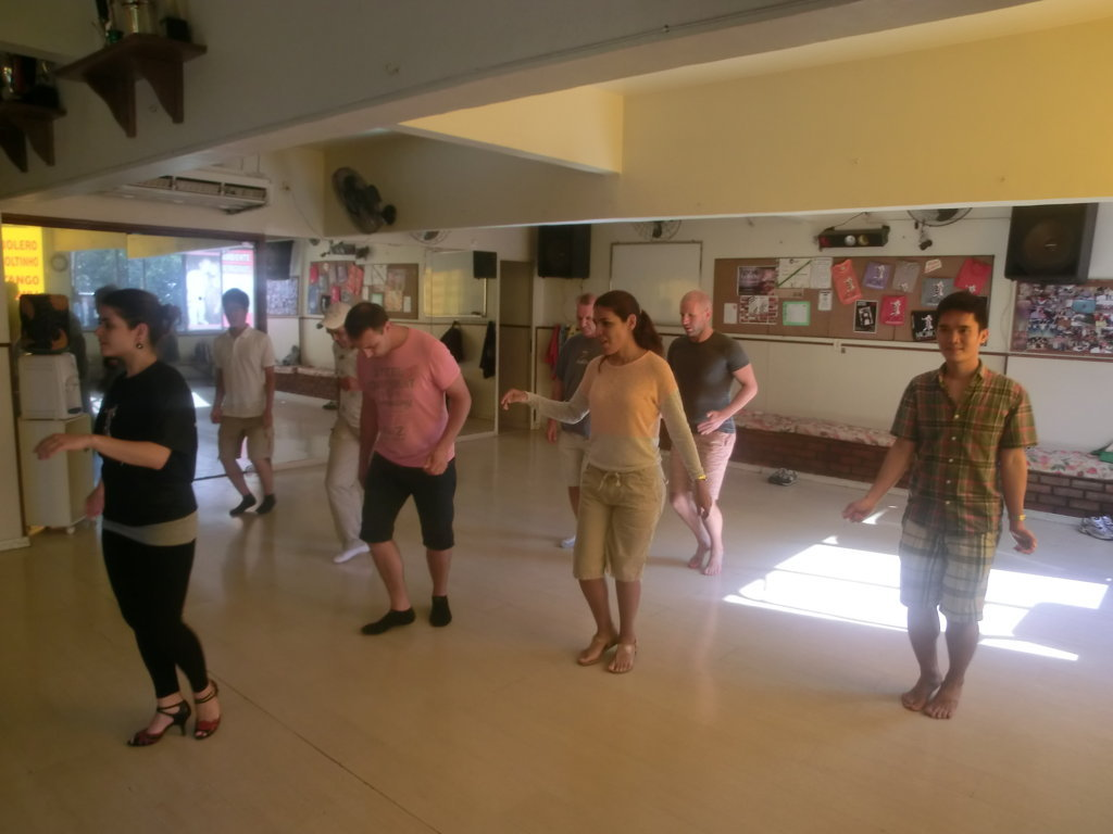 Students at Rio & Learn Portuguese School learning samba