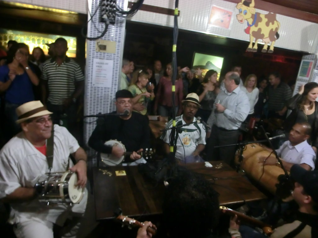 student of Rio & Learn Portuguese School playing samba