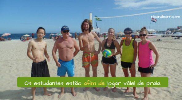 I want to vs In order to in Portuguese. Os estudantes estão afim de jogar vôlei de praia.