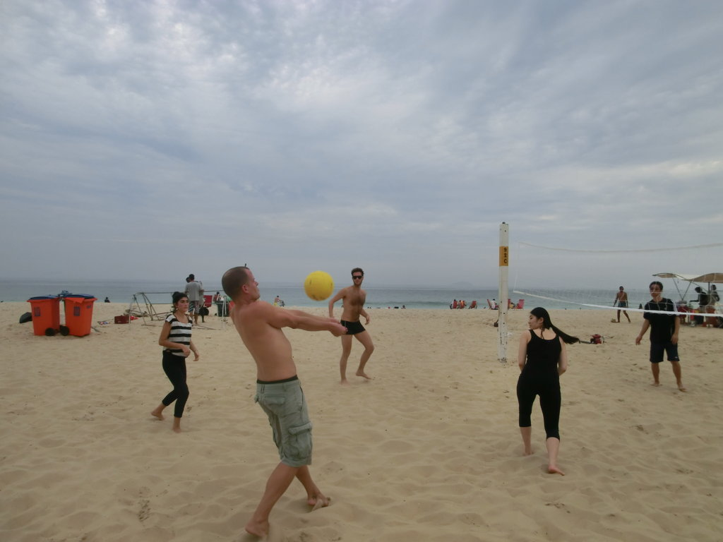 Playing volleyball by RioLIVE!