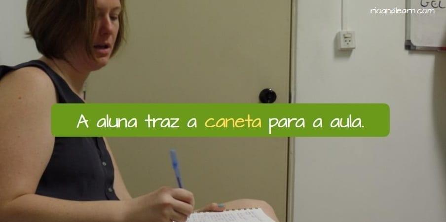Classroom Objects in Portuguese. A aluna traz a caneta para a aula.