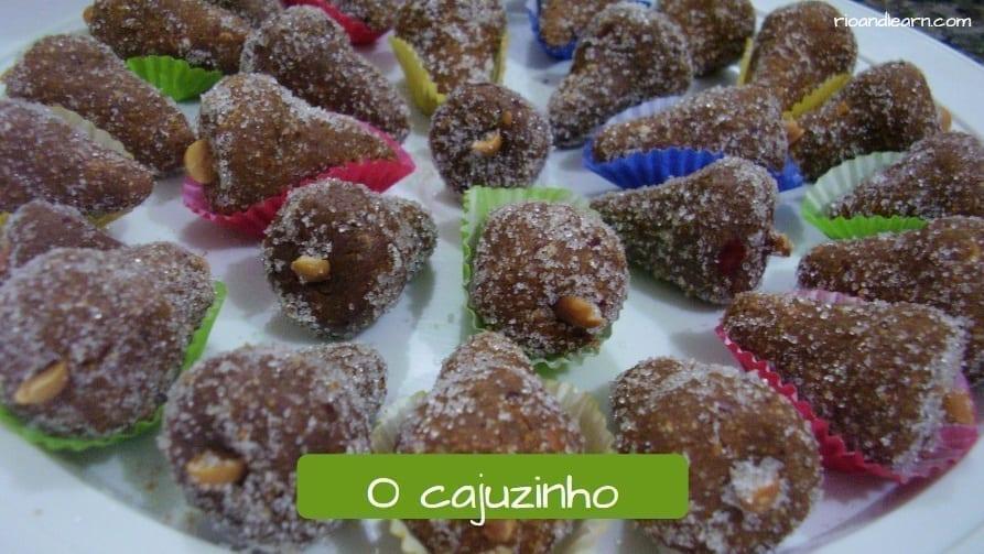 O Cajuzinho: postre típico brasileño hecho de nueces de Brasil.