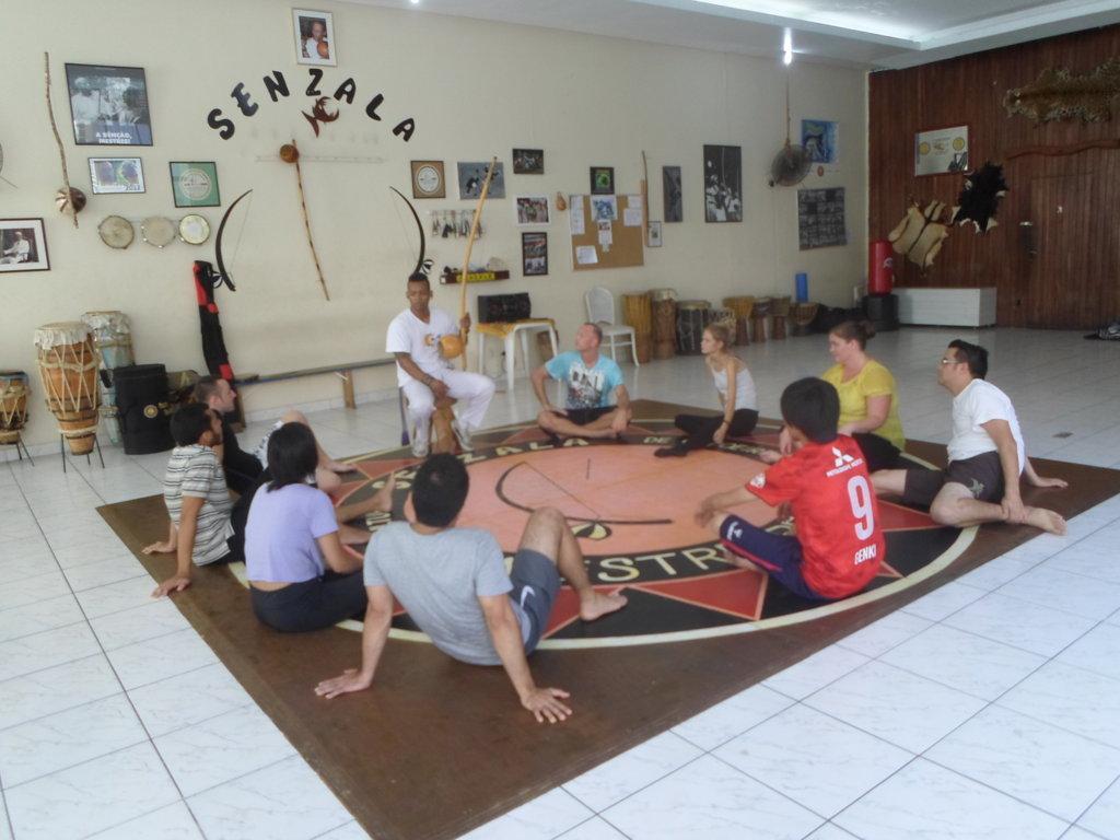 Estudiantes de Rio & Learn en Capoeira