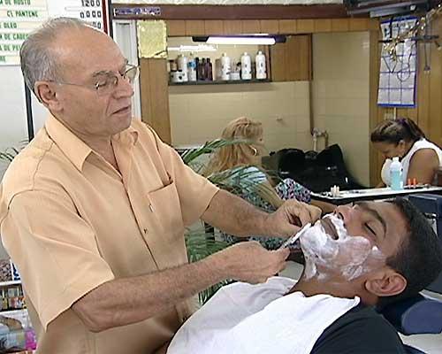 Salão de beleza. A Dica do Dia, Free Portuguese classes – Rio & Learn. O barbeiro