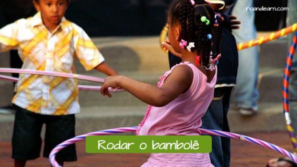 Example of children's games in Brazil: Rodar o bambolê.