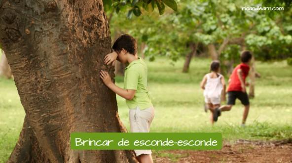 Example of children's games in Brazil: Brincar de esconde-esconde.