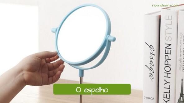 Vocabulário de salão de beleza em Português: O espelho.